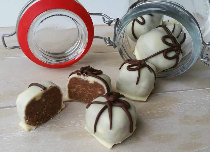 Speculaastruffels   We love these chocolate gingerbread truffles because they only require a few ingredients, and absolutely no baking time!   Full recipe  translate