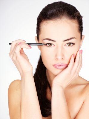 False Eyelashes - Safe Glue, and How to apply Lashes