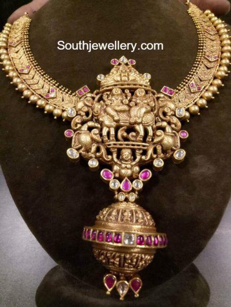 Antique Gold Necklace with Nakshi Pendant photo