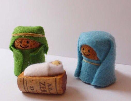 Siendo el ecuador de la semana y como en la variedad esta el gusto... Hoy recopilamos figuritas hechas de corchos, depresores o palos de polo, fieltro e incluso macetas pekeñitas!!! Son divertidas, eh!!