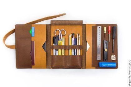 Купить или заказать Папка-пенал А5 в интернет-магазине на Ярмарке Мастеров. Папка для бумаг и канцелярии размером А5. Закрывается на кожаную ленту. Вмещает в себя планшет или электронную книгу, блокнот, документы, ручки или карандаши, флешки или другие необходимые вещи.