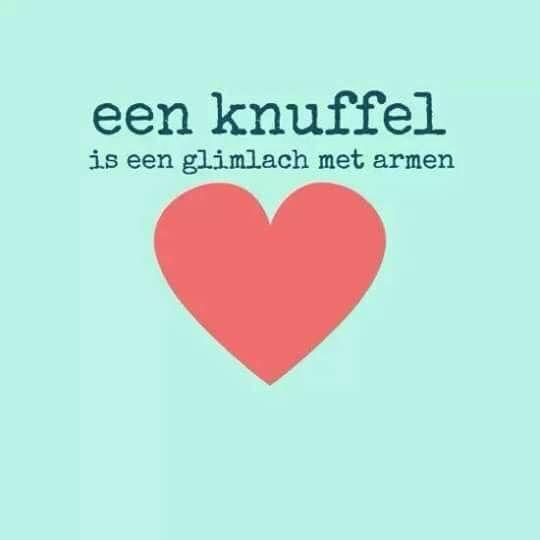 QUOTE || een knuffel is een glimlach met armen ❤️