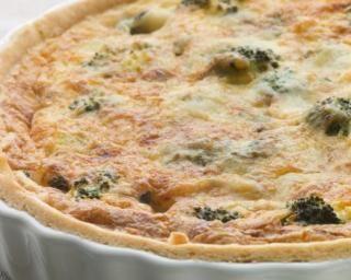 Quiche allégée aux brocolis, roquefort et basilic : http://www.fourchette-et-bikini.fr/recettes/recettes-minceur/quiche-allegee-aux-brocolis-roquefort-et-basilic.html