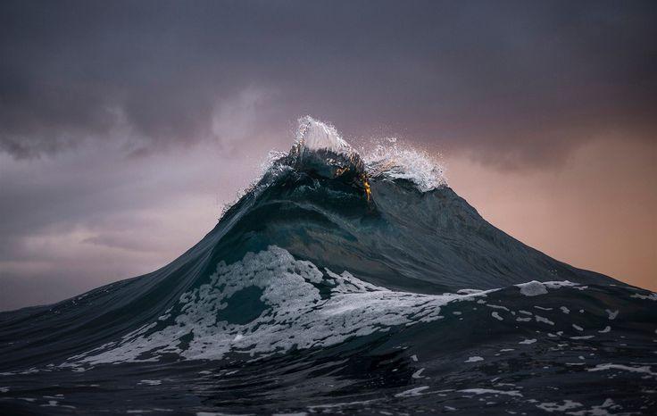 Ray Collins pochází z Thirroulu poblíž Sydney a pracuje v uhelných dolech. Většina jeho snímků pochází z okolí Sydney, ale za svými fotoúlovky také procestoval kus světa, mimo jiné Havaj, Jižní Pacifik, Indonésii a Island.