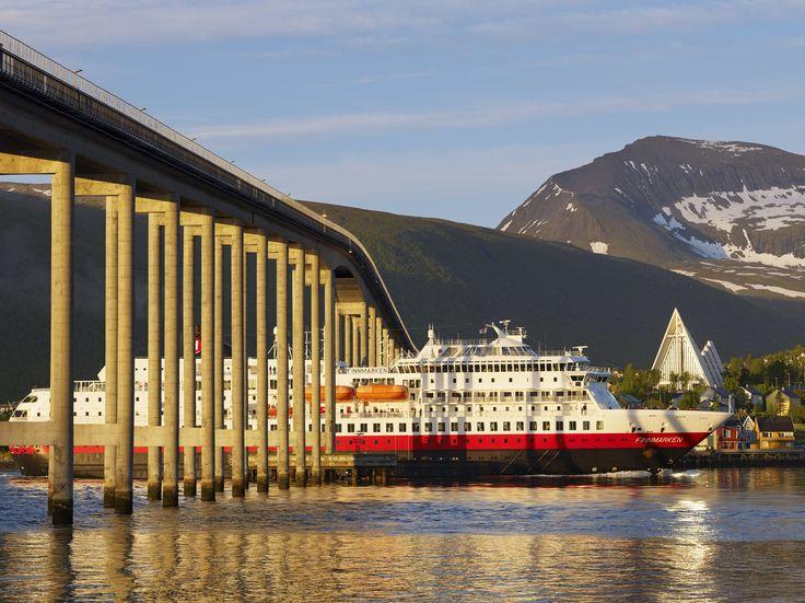 Hurtigruten in Midnight Sun Tromsø