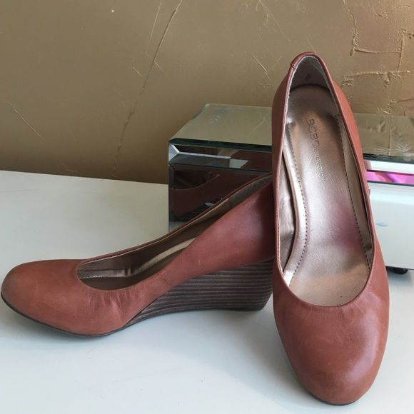 Camel wedges by BCBGENERATION Very nice wedge in heels only worn once, these shoes are a classic!❤️ BCBGeneration Shoes Wedges
