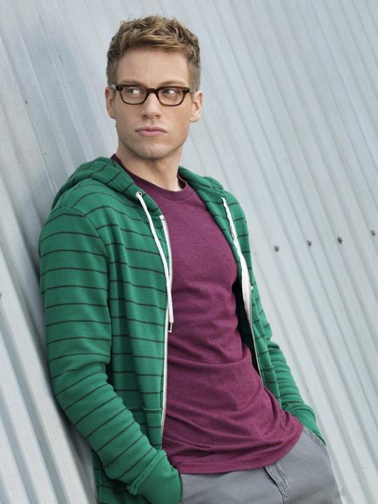 Barrett Foa as Operational Psychologist Tech Operator Eric Beal - NCIS: Los Angeles