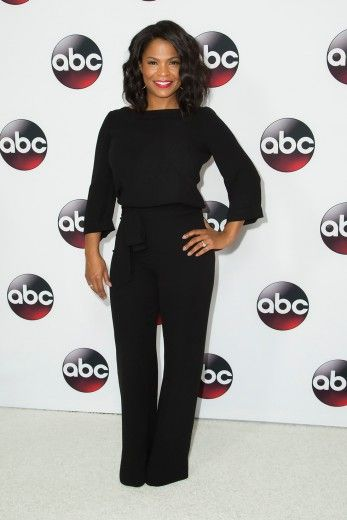 Nia Long in basic black!!