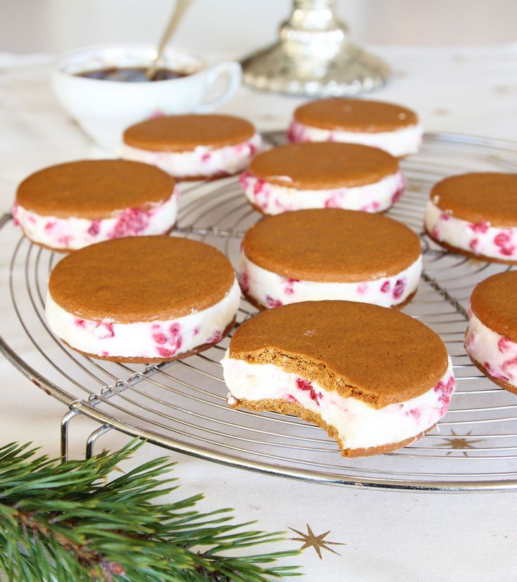 Gingerbread with white chocolate and fresh raspberry filling, swap mascarpone for Swedish Kessela.