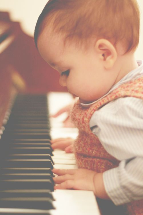 This reminds me of my daughters first experience at the piano.... it was a precious moment.