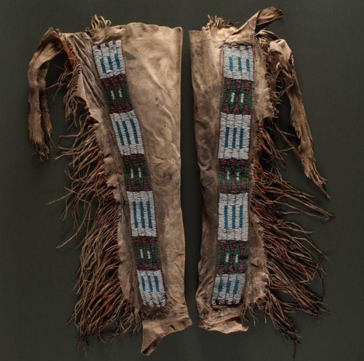 Леггинсы, Пауни. Вид один. Длина 33 дюйма. Период 1870. Коллекция Денвера, Колорадо. Cowan's. 9/23/2016 – American Indian and Western Art.