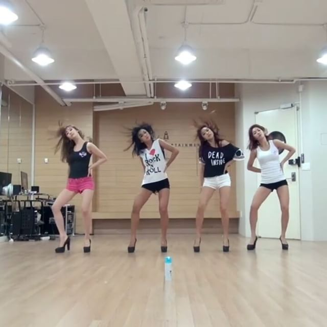 Group: Sistar (씨스타) Song: Give It To Me   #qotd: What's your favorite Sistar song? Give It To Me tbh ____________________________ {#kpop #kpopfancam #kpopdance #girlgroup #girlgroups #fancam #fancams #bora #soyou #hyorin #dasom #다솜 #소유 #윤보라 #효린 #sistar #씨스타 #starship #dancepractice #kpopdancepractice} - - [#snsd  #exid #blackpink #fx #apink #gfriend #redvelvet #twice #ioi]