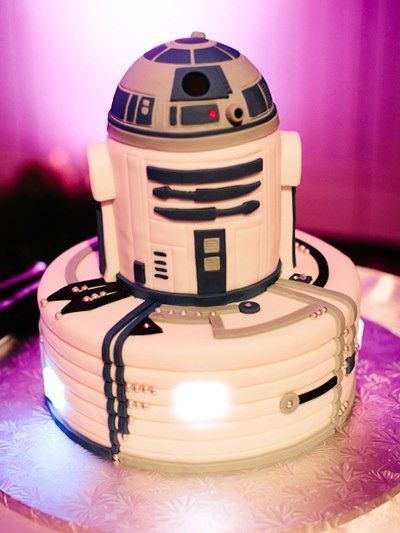 Cute little Star Wars R2D2 wedding cake! I would make it three tiered with a round top.