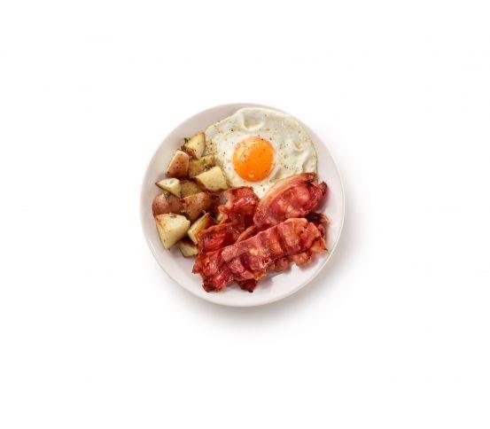 Lekue - naczynie do pieczenia boczku. Naczynie do pieczenia boczku marki Lekue pozwala na uzyskanie chrupiącego boczku w zaledwie 3-4 minuty. Boczek będzie chrupiący, ale nie za suchy. Można go dodawać do jajek, sałatki lub podawać w formie chipsów. Jajko i boczek na śniadanie.