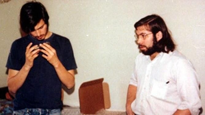 """Steve Jobs and Steve Wozniak in college while designing the """"blue box"""" a telephone attachment that made long distance calls free (1972)"""