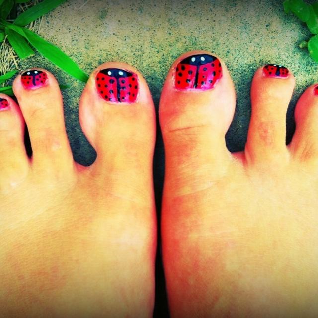 Ladybug toes