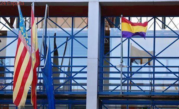 El Gobierno denunciará en los tribunales a los Ayuntamientos que exhiban la bandera republicana