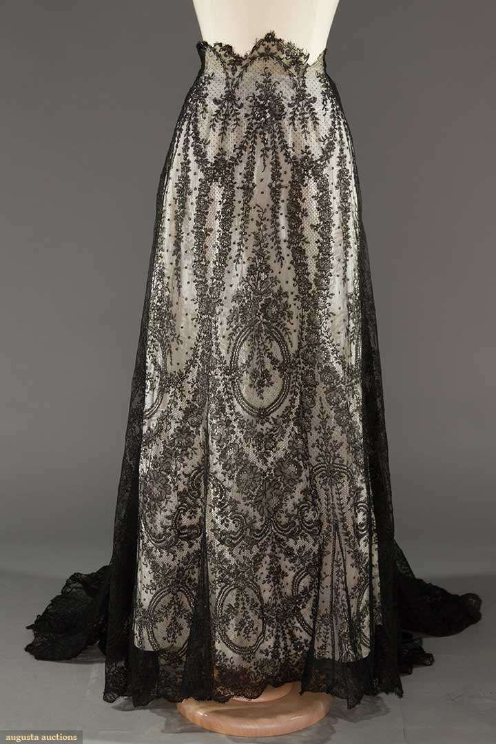 BLACK CHANTILLY LACE SKIRT, EARLY 20TH C