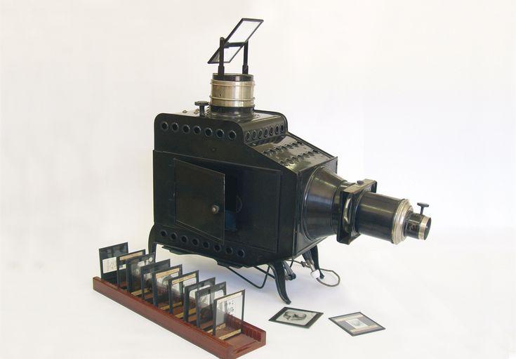 El Museo de la Ciencia es una colección museográfica permanente ubicada en el Instituto Pare Eduard Vitoria.
