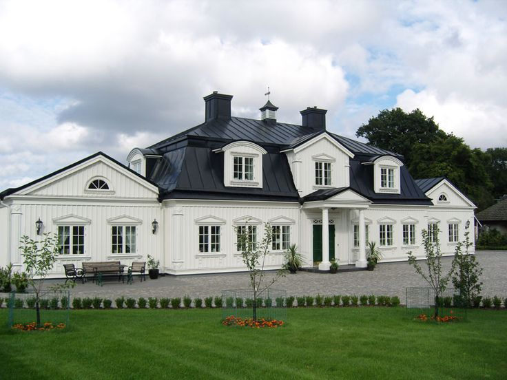 New house in 18th century style by Gripsholms Hus