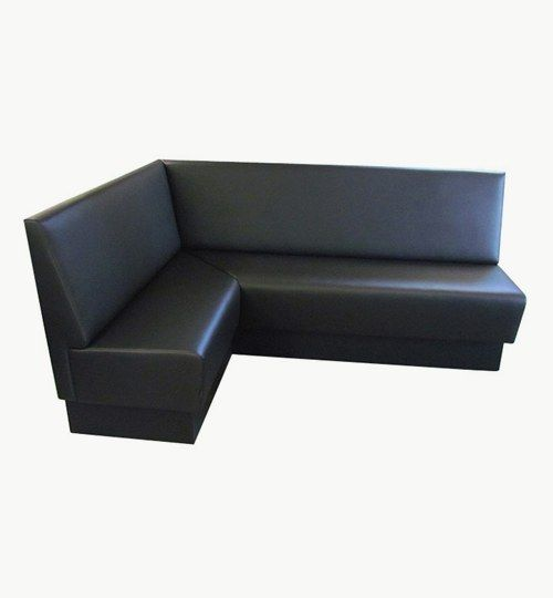 Specialtillverkad soffa, storlek 200 x 129 cm, total höjd 95 cm, totalt djup 62 cm, sitthöjd 47 cm, sittdjup 44 cm. Sockel höjd 19 cm, svartfärgad. Soffmodulerna sätts ihop med dolda beslag. Konstläder Pisa från Nevotex Färg, svart. #azdesign #restaurangsoffa #restaurang #restaurangmiljö #svart