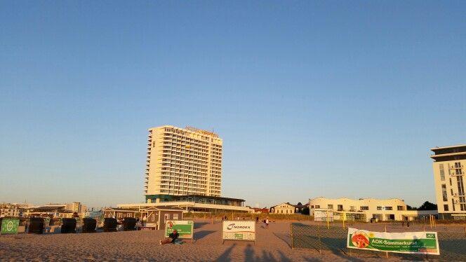 #Vollmond am #Horizont. Sieht gewaltig aus heute :-) #mond #Ostsee #sommer #Warnemünde Hotel NEPTUN A-JA Resorts #sommer2015