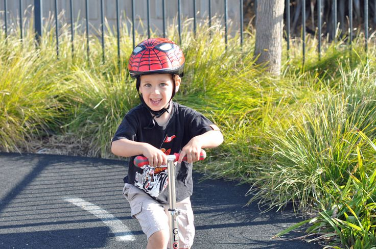 Scooting+around+with+Globber