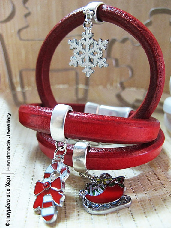 Christmas charm leather bracelets by FtiagmenoStoXeri on Etsy, €16.00