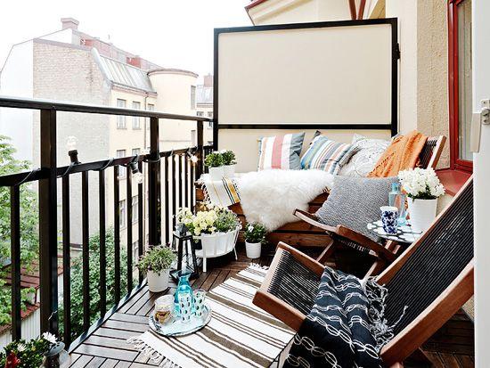 stadshem balcony: Small Balconies, Decor Ideas, White Spaces, Balconies Gardens, Balconies Ideas, Outdoor Rooms, Balconies Design, Small Patio, Outdoor Spaces