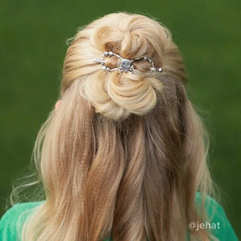 Half up bun with skull flexi clip! I'm always amazed at how well these clips hold the hair & my twins love that they can put them in by themselves! #HalloweenHairChallenge  #twinshair #hairinspiration #cutegirlshairstyles #lillarose #halfuphalfdown #halfup #halfupbun #halfupdo