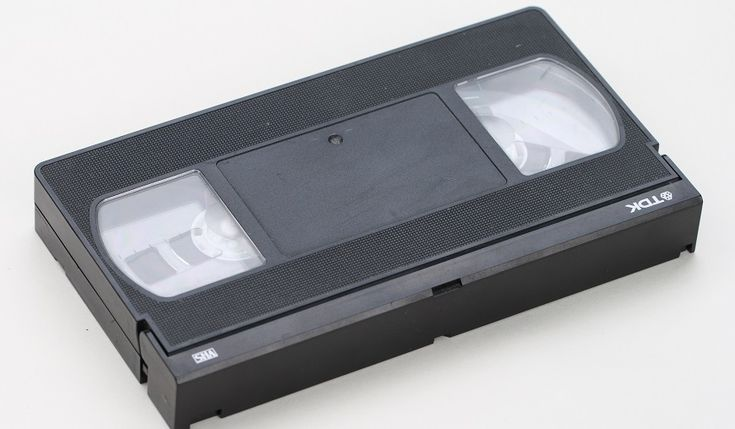 Dit is echt een handige handleiding voor mij. Ik heb namelijk zoveel oude VHS videobanden thuis liggen met de leukste beelden van mijn kinderen erop. Op zolder heb ik nog wel een oude VHS recorder staan maar we doen er niks meer mee. Eeuwig zonde want het is hartstikke leuk om die oude videobanden nogRead More