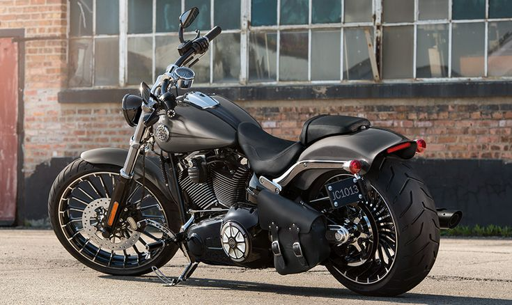 2015 Harley-Davidson® Softail® Breakout® Motorcycles Photos & Videos