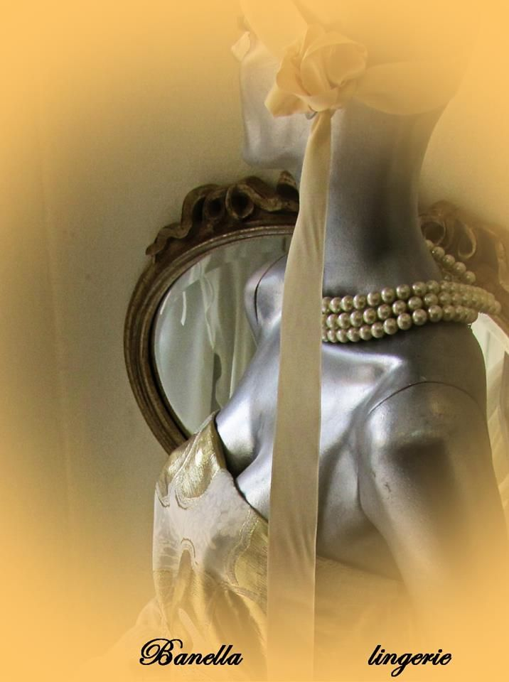 display-window-Banella-Alexandroupoli-lingerie