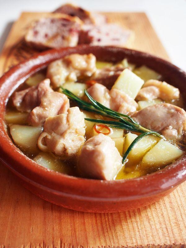 チキンとポテトとローズマリーのアヒージョ by 加瀬 まなみ | レシピサイト「Nadia | ナディア」プロの料理を無料で検索