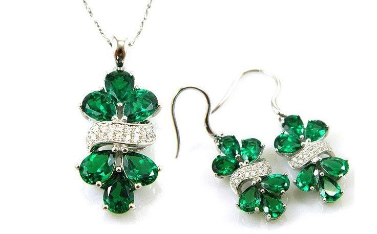 Set cercei şi medalion Glamour Emerald by Borealy http://www.borealy.ro/bijuterii/seturi/set-cercei-si-medalion-glamour-emerald-by-borealy.html