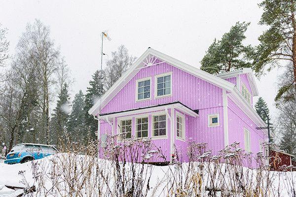 Ihana vaahtokarkkikoti! Älvsbytalon Suometar-talomalli.