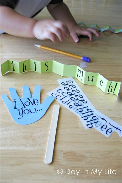 i love you this much - super cute father's day card made from the little one's hands.
