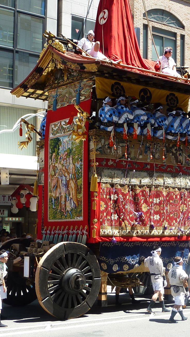 "Gion Festival in Kyoto, Japan 鶏鉾の後ろ姿 Niwatori_hoko""-""."