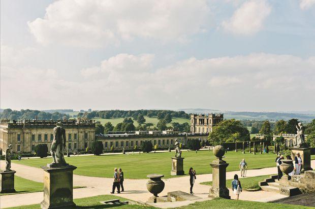 """Les jardins de Chatsworth House Vingt jardiniers et vingt-cinq bénévoles ne sont pas de trop pour soigner le parc de Chatsworth House, dit le """"mini-Versailles anglais"""". L'actuel duc de Devonshire aime y apporter sa touche personnelle.;"""