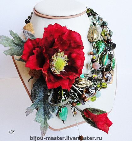 Комплект 'ШЕЛКОВИСТЫЙ КРАСАВЕЦ'  цветок и листья из ткани, лэмпворк, вулканическая порода, моховой агат, богемское стекло, акрил, клуазонне, дерево, бисер, шнуры, металл.  Колье (42см+удл.