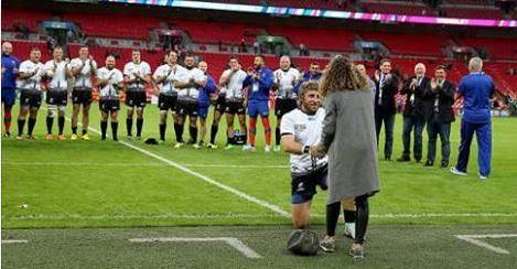 VIDEO: Jugador de Rugby le propone matrimonio a su novia antes de un partido - El increíble hecho se dio durante el mundial de esa categoría previo al duelo entre Irlanda y Rumania. Los protagonistas, Florin Surugiu y Alexandr�...