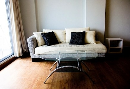 See this couch? This is the couch you would love to come home to every day. ;)