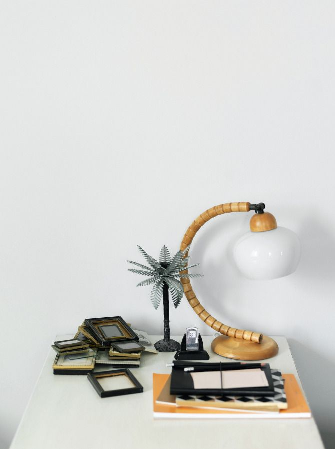 Interesting Vintage Lamp, Plastic Palm Tree And Empty Frames