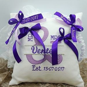 This is a Custom garter set and ring cushion, made especially for my bride, and not available to purchase online.  Please get in contact to discuss your custom design garter set.  Heavenly Garters specialise in custom wedding garters, and each garter is made to fit the size, style, colour palette and theme of her wedding.  Please email louise@heavenlygarters.co.za to discuss your garter set.