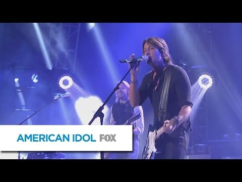 """Keith Urban shows the kids how it's done on """"American Idol"""" finale   Rare"""