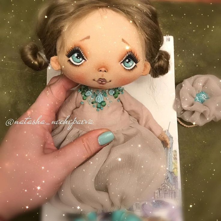 Сыну почти три года, а я до сих пор не знаю секрета, как не уснуть первой во время его укладывания спать 🙈. У меня ещё одна готова. Завтра покажу эту куклу. Спокойной ночи ✨✨✨ #текстильнаякукла#авторскаякукла#интерьернаякукла#коллекционнаякукла#куклаизткани#куклавподарок#кукласвоимируками#ручнаяработа#подарок#екатеринбург#doll#dolls#artdoll#dollartistry#instadoll#artdoll#art#москва#питер#present#puppet#handmadedoll#кукла#fabricdoll#авторскаяработа#инстаграмнедели#кукларучнойработы