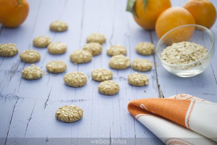 Sara, mi hija mayor, es muy fan de estas galletas de avena y naranja que hago frecuentemente. Hoy comparto la receta por si te gustan este tipo de galletas.