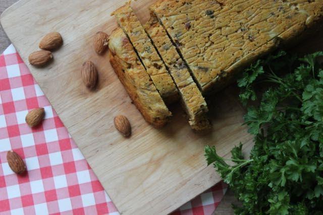 Heerlijk recept voor een 'gehaktbrood' met veel groente en zonder vlees, zuivel of granen op Eet het beter. Geschikt voor detox en vegetariërs.