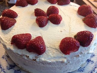 Tante Glutenfrei: Glutenfri Jordbærlagkage!