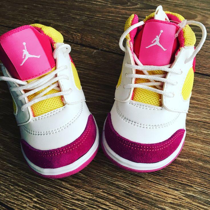 Śliczne sportowe buty dziecięce, bardzo wygodne